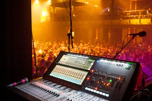 Soundcraft Vi1 at Kim Wilde monitor world